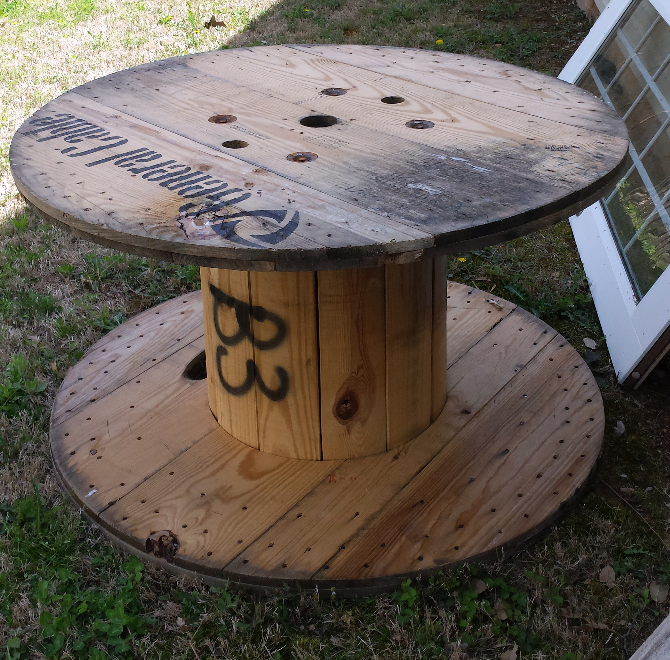 Things i love thursday wooden spools the hamby home for Outdoor tables made out of wooden wire spools