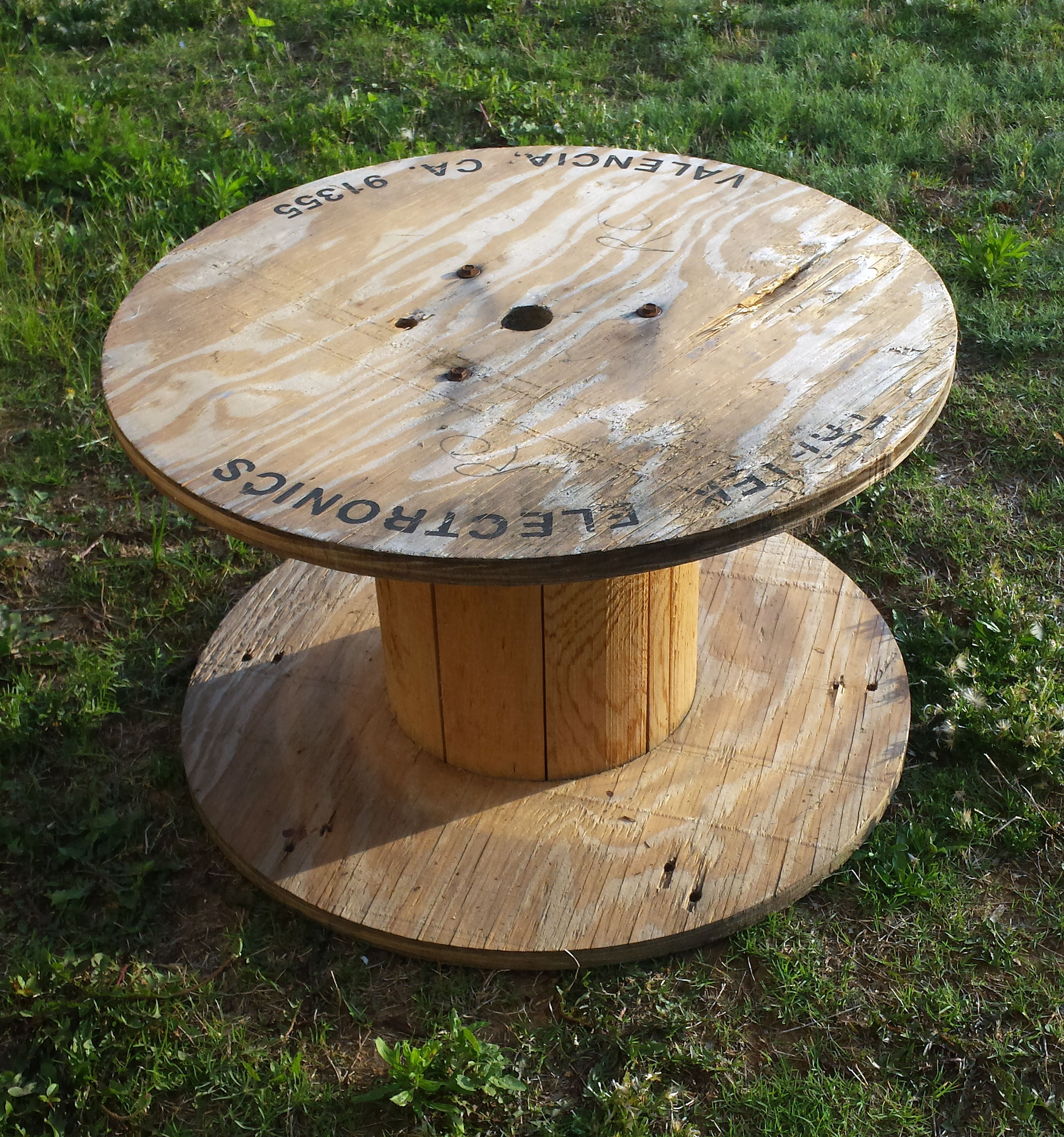 Diy wooden spool tray the hamby home for Small wire spool ideas